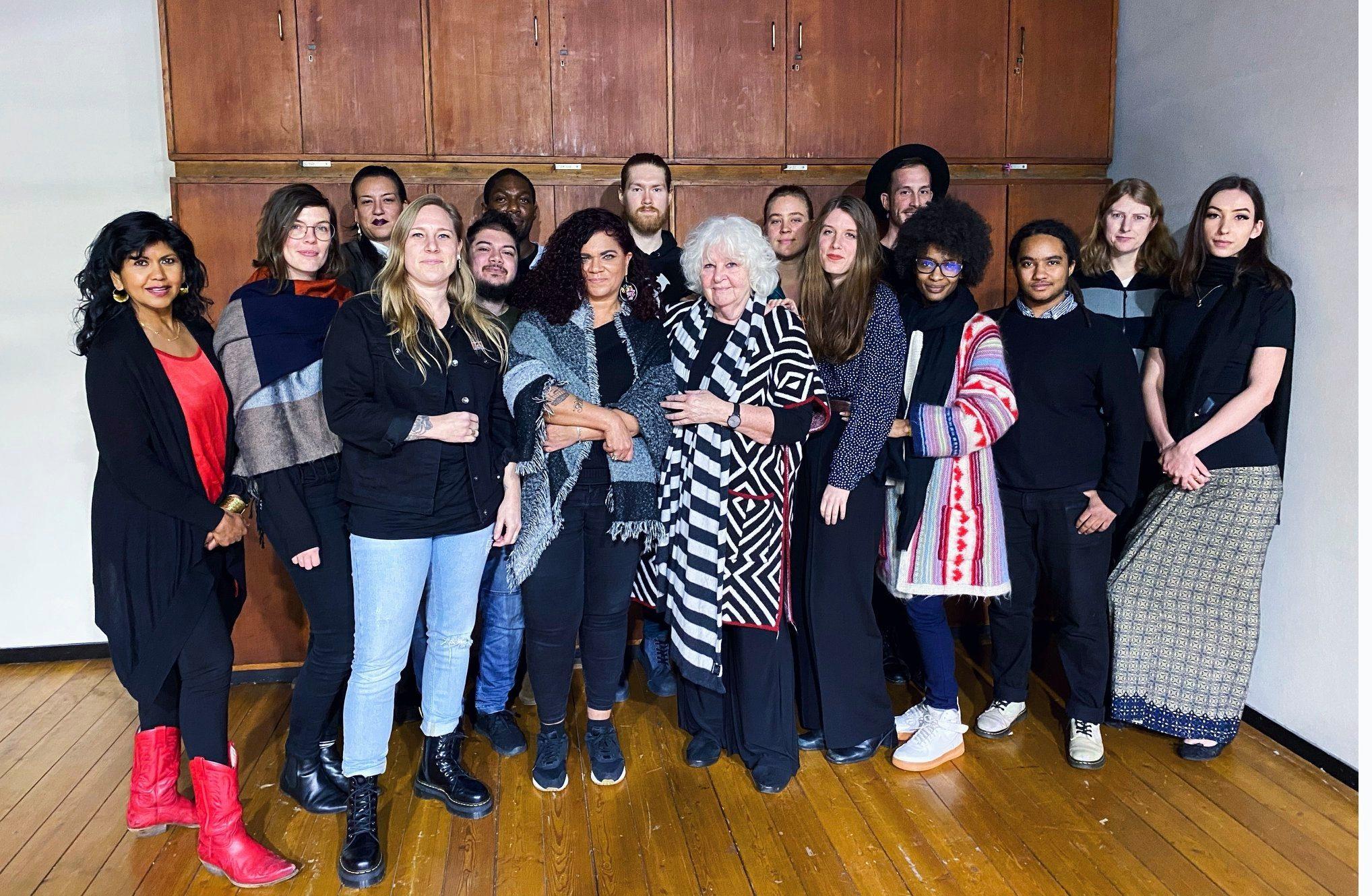 Een groepje BIJ1 leden staan geposeerd voor de camera. Onder andere Anja Meulenbelt, Sandra Salome, Ryan Ramharak, Aynouk Tan en anderen.